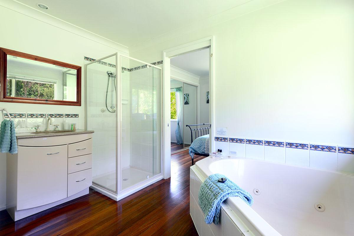 Elysium Cottage Spa Bath, The Heavens, Kangaroo Valley