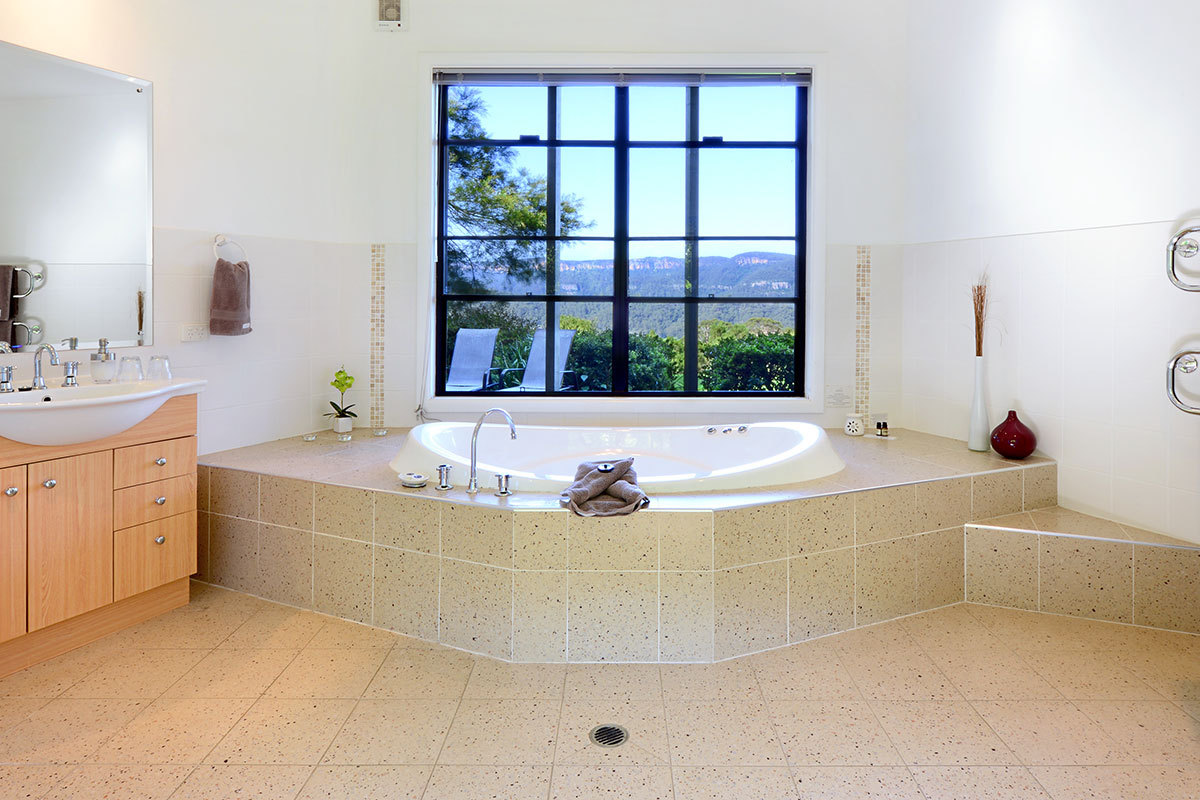 Inanna Cottage Spa Bath, The Heavens, Kangaroo Valley