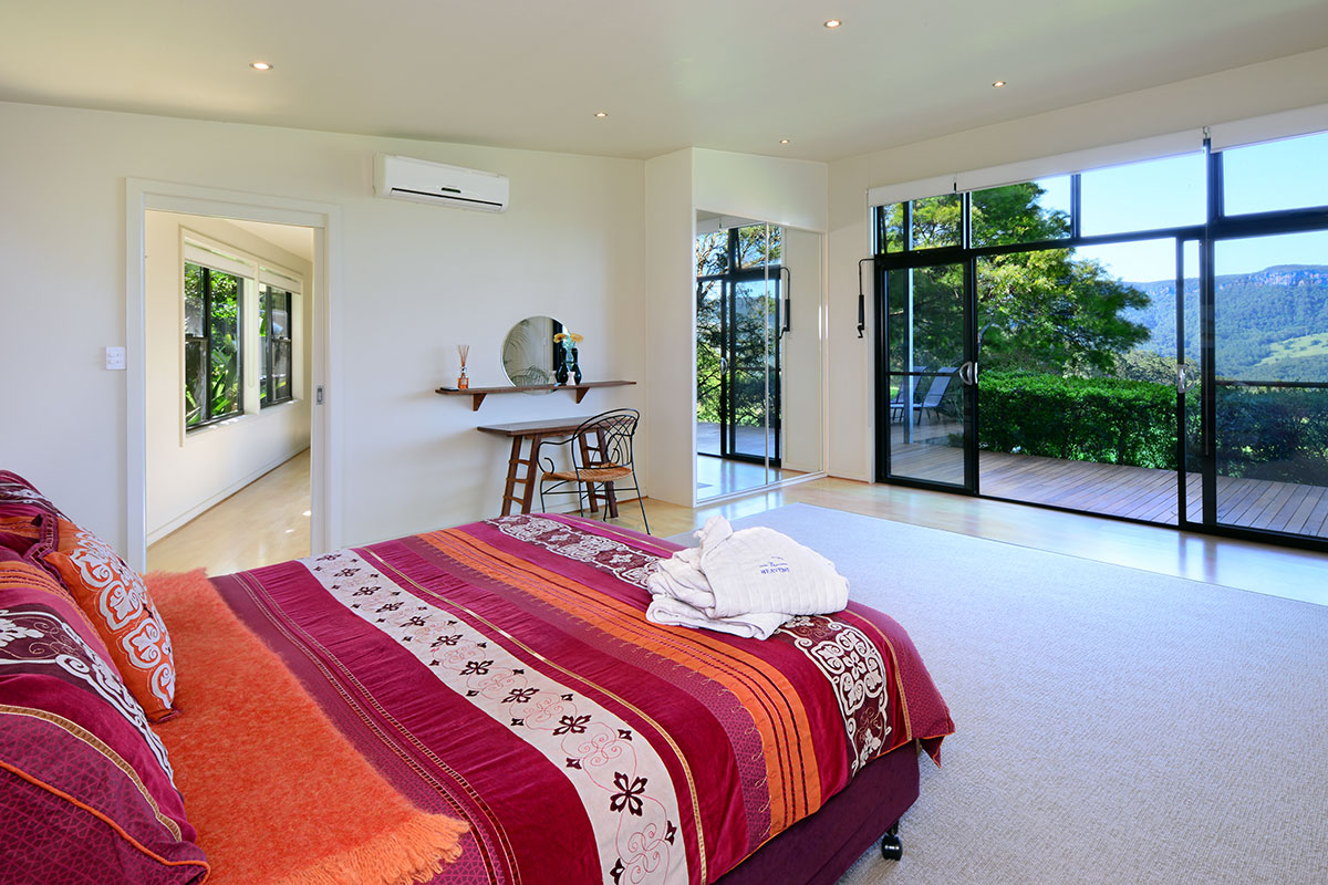 Inanna Cottage Bedroom, The Heavens, Kangaroo Valley